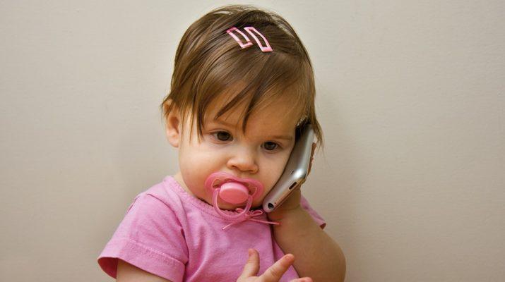 Ученые: использование смартфонов и планшетов сокращает продолжительность сна аленьких детей
