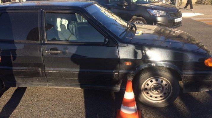 В Кисловодске под колеса легковушки попала женщина, которая перебегала дорогу на красный свет