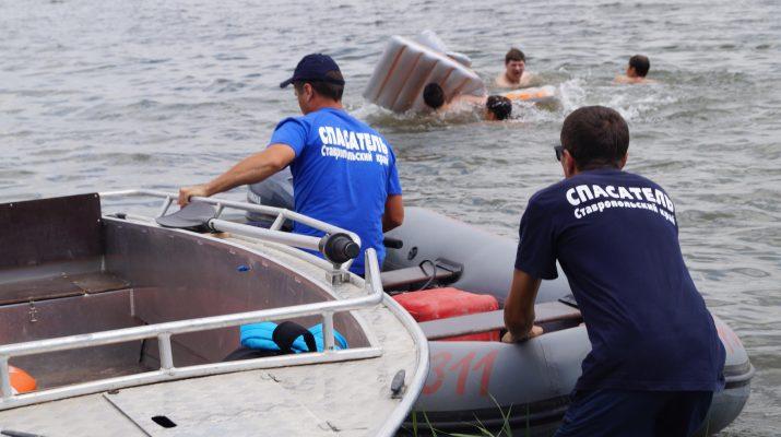 На Ессентукском городском озере спасли тонущего мужчину
