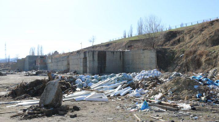 70 тонн мусора вывезли с несанкционированной свалки в районе Нового озера в Кисловодске