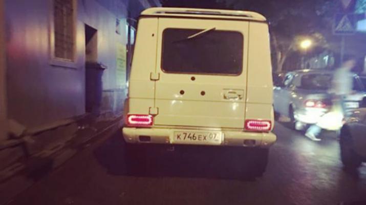 В Пятигорске разыскивают водителя, который ехал на джипе по пешеходной зоне