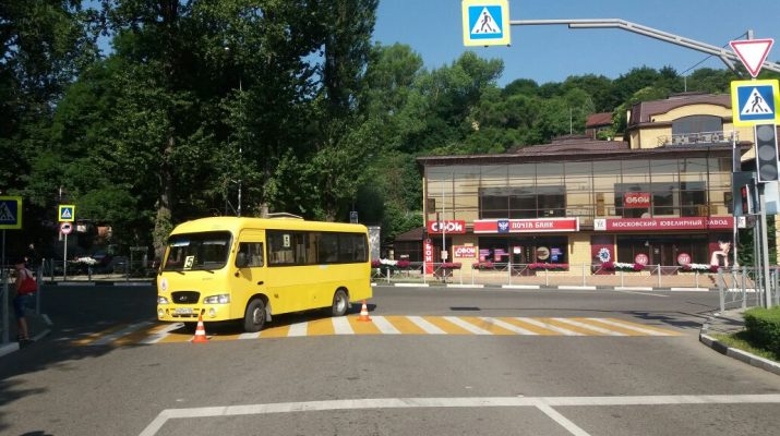 В Кисловодске на ул. Вокзальная пенсионерка попала под колеса иномарки